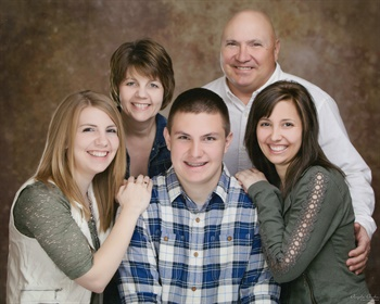 TIA President Tom Formanek and wife, Brenda, have three children — Laura, Brett, and Sara.