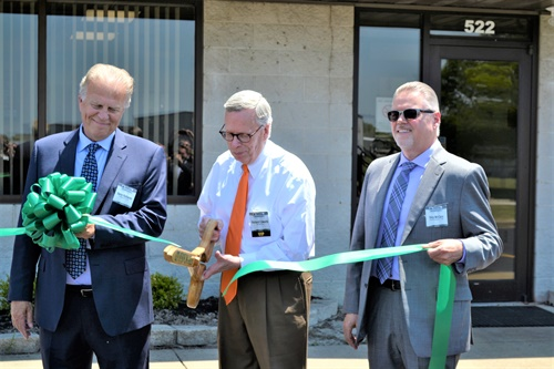 Richard Edwards, mayor of Bowling Green, Ohio, was flanked by TravelCenters executives Barry Richards, left and Skip McGary at the ribbon cutting ceremony.