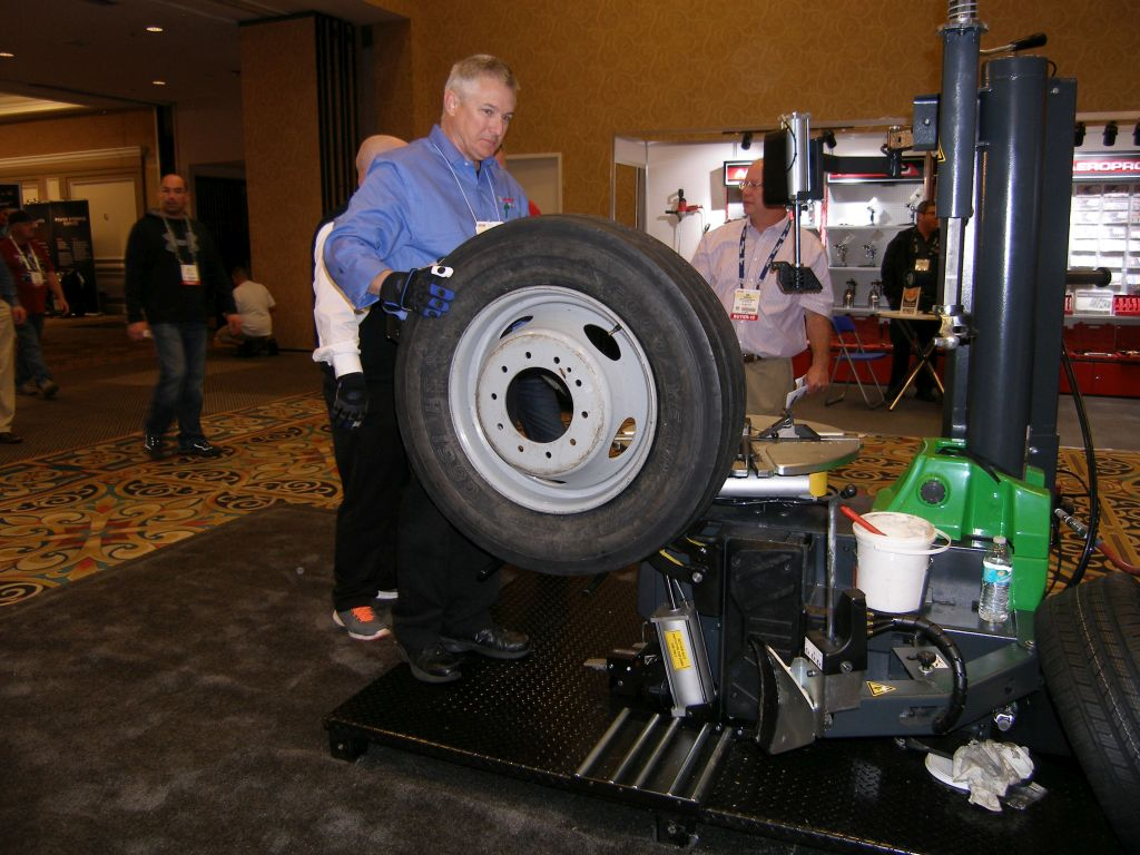 2015 SEMA Show, Day 4: Bosch Adds Air Motor to Swing Arm Tire Changer