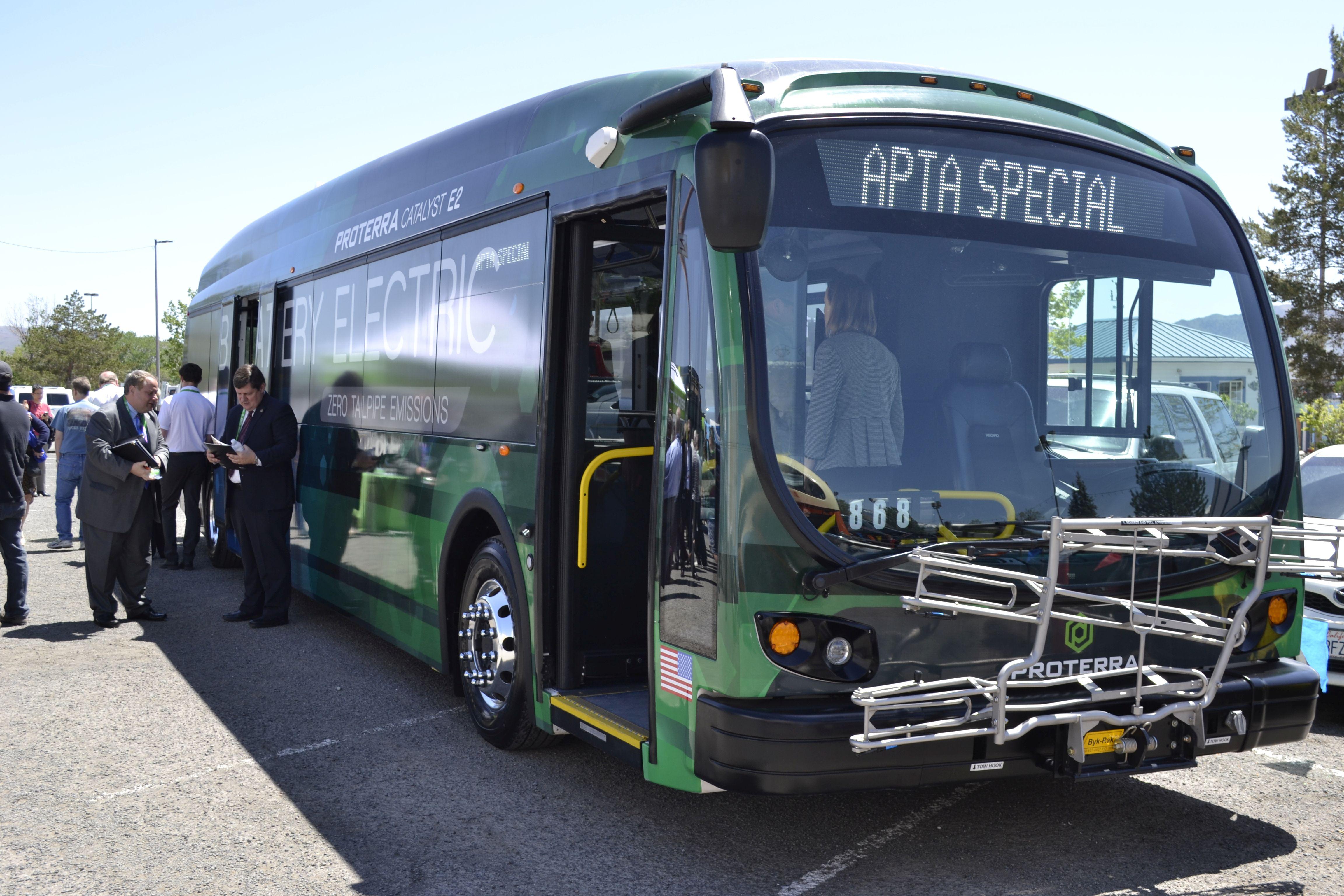 [Photos] 2017 APTA Bus Display Highlights