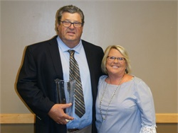 MSBOA presented its 2017 Lifetime Achievement Award to Dan Schmitt, shown here with his wife, Sue Schmitt.