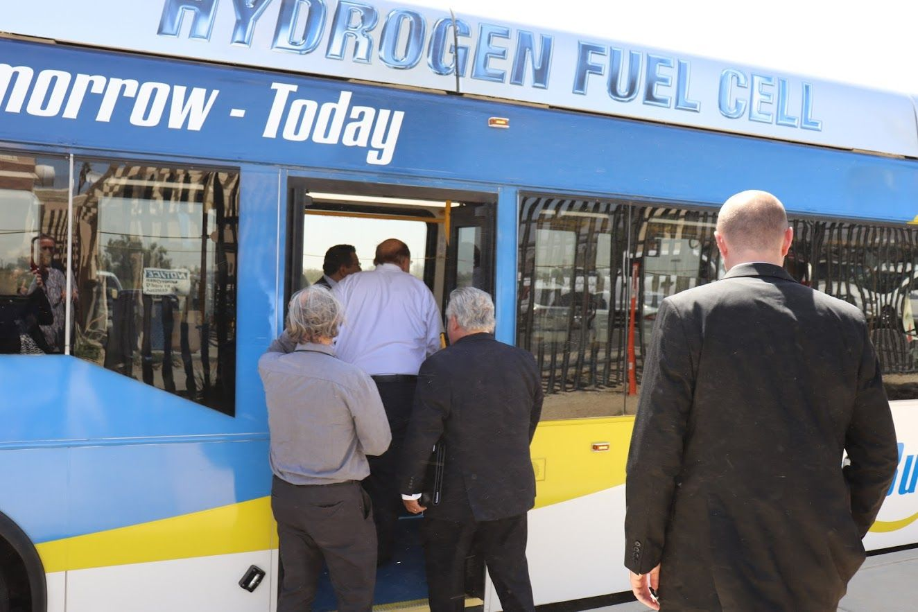 CARB, SunLine celebrate first hydrogen fuel-cell bus to use HVIP voucher program