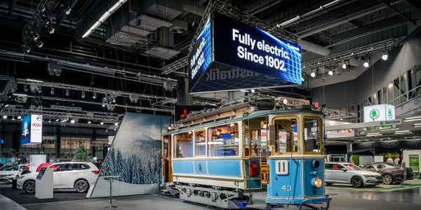 [Video] Swedish transit trolls electric car show with 100-year-old tram