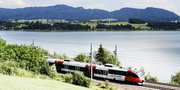 Zug in Landschaft © ÖBB/Philipp Horak