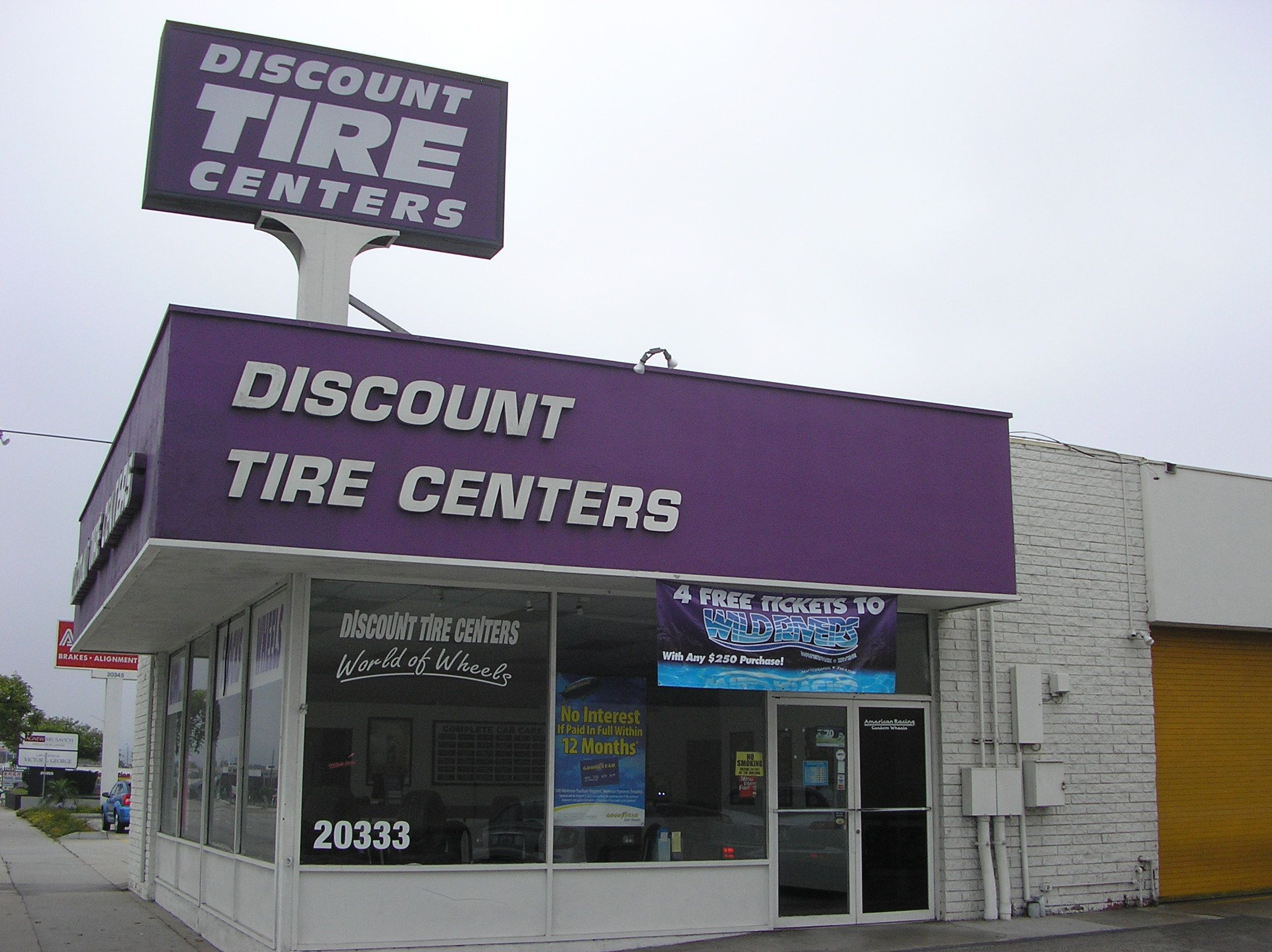 Pep Boys buys 17 Discount Tire stores in Calif.