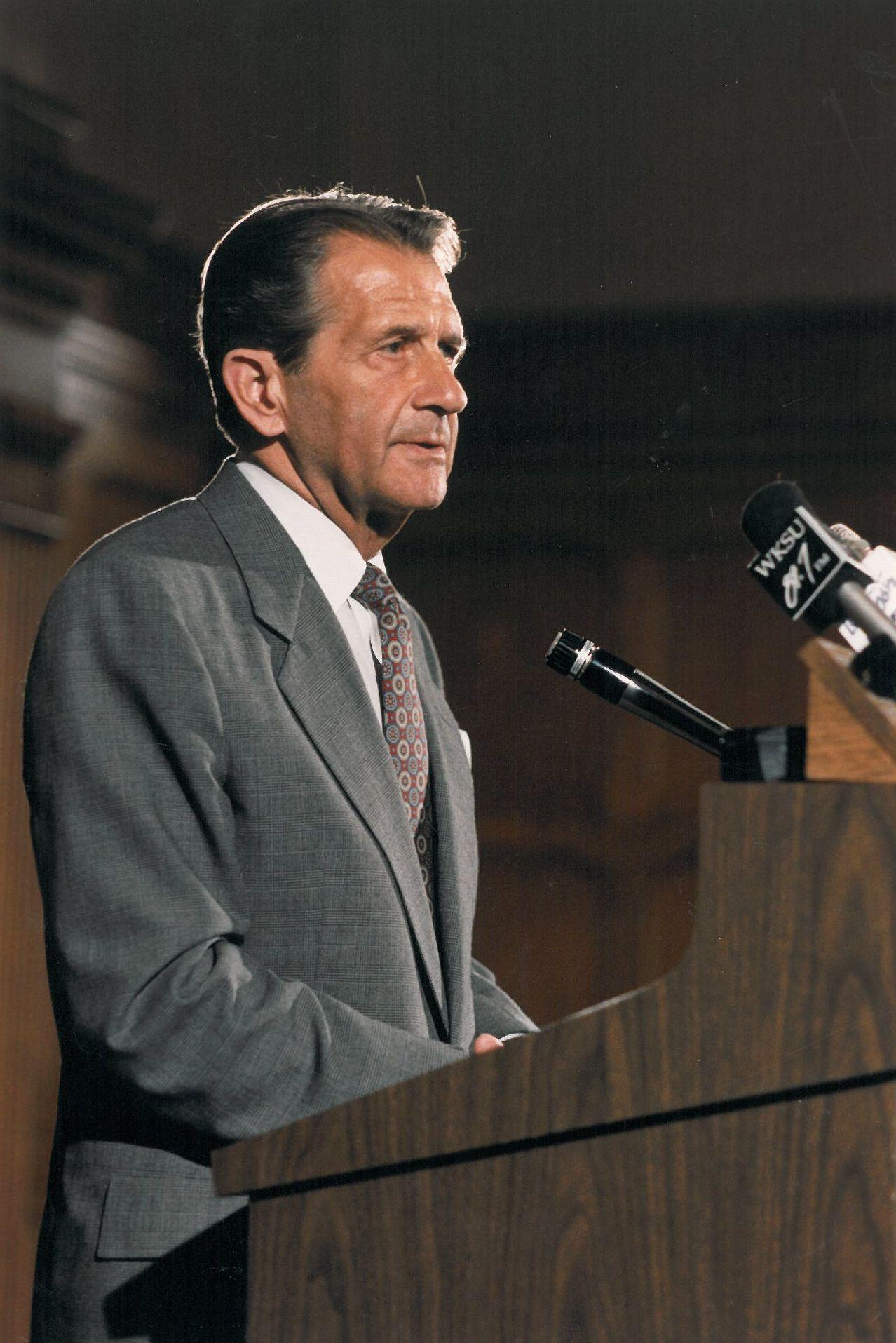 Former Goodyear CEO Stan Gault Dies at 90