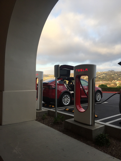 On my return trip to Los Angeles, we needed to stop about halfway at the new Tesla charging station in San Clemente. We charged for about 10 minutes. 