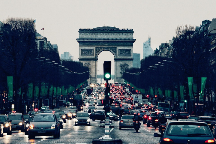 the City of Paris selected four service providers to operate this Mobilib service: Ubeeqo, Drivy, Communauto, and Ada. - Photo via Max Pexels.