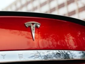 Fatal Tesla Crashes Raise Autopilot Concerns