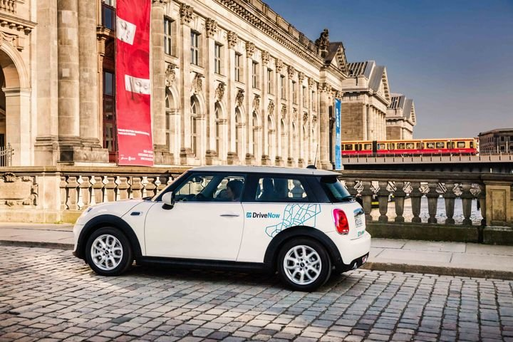 Ca2go and DriveNow operates a total of 20,000 vehicles in 31 major international cities. By combining their services, the two partners are seeking to transform the economic sustainability of carsharing services. - Photo courtesy of DriveNow.
