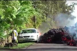 [Video]: Hawaii Rental Operator Loses Car as Kilauea Volcano Spews Lava, Flames