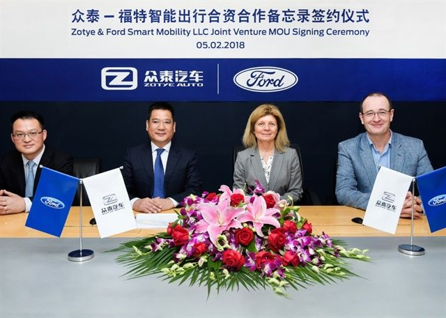 Ford Smart Mobility and Zotye signed anagreement to establish a new 50/50 JV that will provided all-electric vehiclestodrivers in China's ride-hailing market. Photo shows (left to right): Chen Jing, vice president of Zotye Auto; Jin Zheyong, chairman of Zotye Auto; Marcy Klevorn, executive vice president and president of mobility, Ford Motor Company; Peter Fleet, Ford group vice president and president, Ford Asia Pacific.Photo: Ford