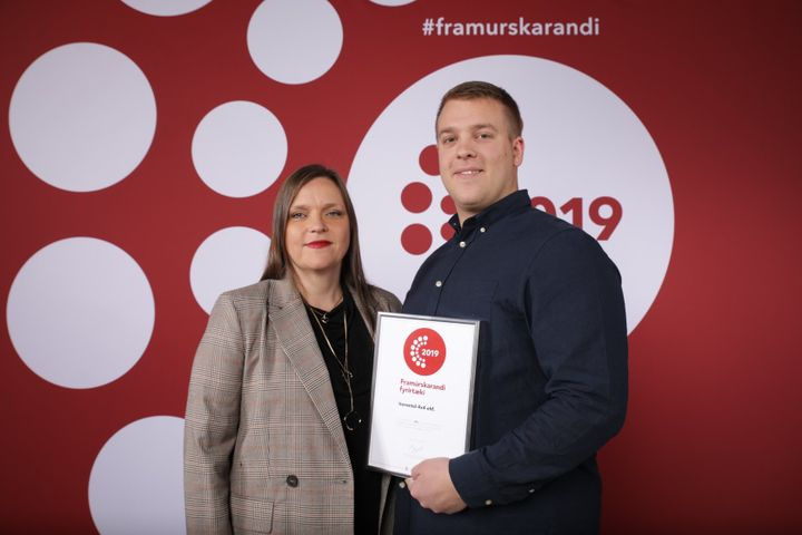Magnús Arnar Kjartansson, the general director of Icerental4x4, accepted the award. - Photo courtesy of Carwiz.