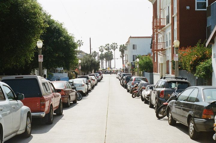 Some LA residents are asking the city to help with this parking issue, says the report. - Photo via StockSnap/Pixabay.