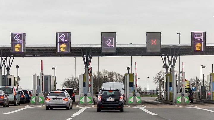 Easy Péagewill be tested at approximately fifty locations in the Rent A Car network throughout France. - Photo viaRaimond Spekking/Wikimedia.