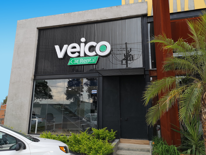 Located in a building that also hosts offices and a hotel, the new Veico branch has a bright interior. - Photo via Veico.