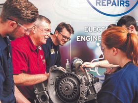 Auto Service Students Receive Icahn Scholarships