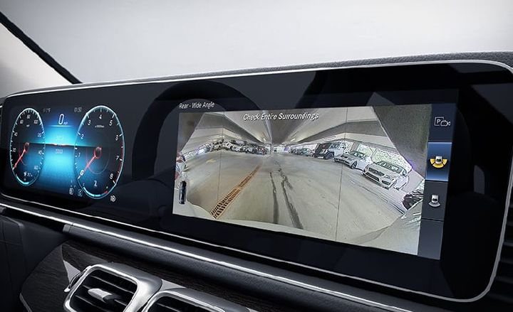 The advanced Surround View System uses cameras in all four directions to compose a single, live overhead view of your immediate surroundings. Displayed on the central in-dash screen during low-speed maneuvers, it helps you avoid obstacles as you negotiate tight spaces, whether you're moving forward or backing up. This is an optional addition to the GLE.