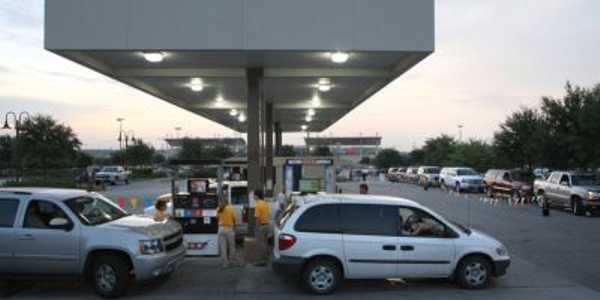Owners of flex-fuel vehicles line up for the GM-Sponsored 85-cent-per-gallon E-85 fuel promotion...