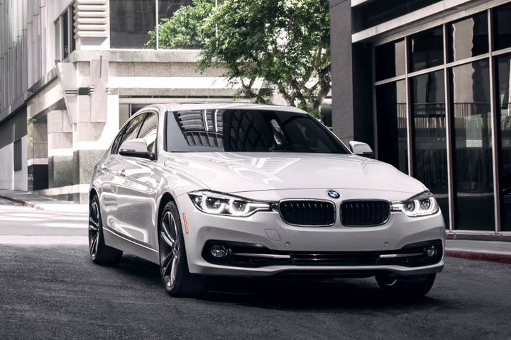 BMW is known for effiency and style, as the 2018 3-Series (pictured here) demonstrates. Fleets that equip their drivers with a BMW vehicle benefit from making an impression while maximizing driver productivity with a good TCO.