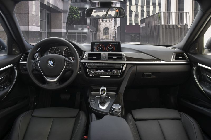 At their heart, BMW vehicles are business machines. The cockpit of the 2018 3-Series illustrates the comfort, convenience, and connectivity of BMW's vehicles.