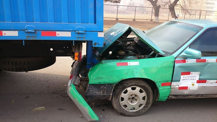 Instruct your drivers to use their phone to immediately photograph all damage done to the alleged fraudster's vehicle, as well as everyone who was in the vehicle.  - Photo via Own Work/Wikimedia.