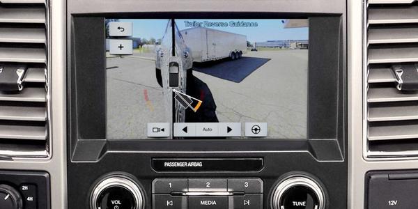备用摄像头属于一系列工厂功能,可提高车队的安全性
