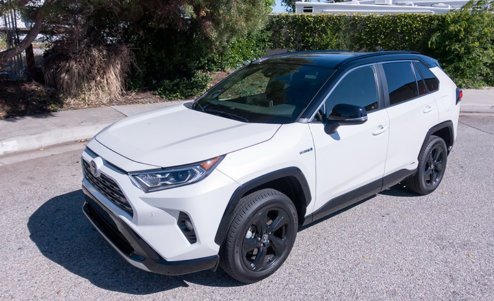 With increased ground clearance and truck styling cues, the Rav4 Hybrid XSE (a trim exclusive to the hybrid) plants itself next to Jeep's smaller models, but with superior fuel economy.