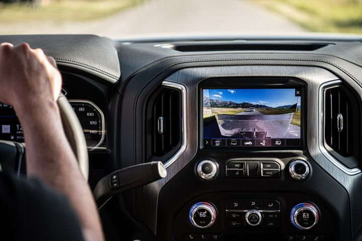 Transparent trailer is one of 15 different camera views available on the 2020 GMC Sierra 2500/3500. 
