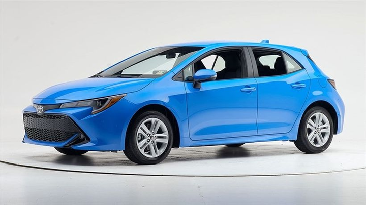 The 2019 Corolla comes with standard, superior-rated front crash prevention, and its optional curve-adaptive headlights earn an acceptable rating—two more factors that allowed it to qualify for Top Safety Pick.