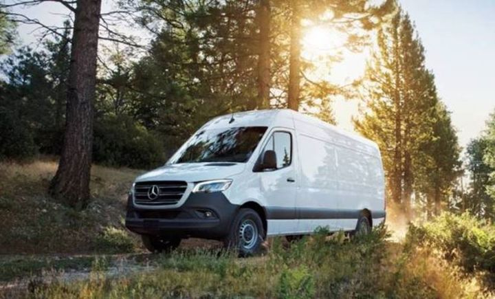 Mercedes-Benz Vans introduced a new 2.0L 4-cylinder diesel engine for the Sprinter Cargo Van. - Photo: Mercedes-Benz