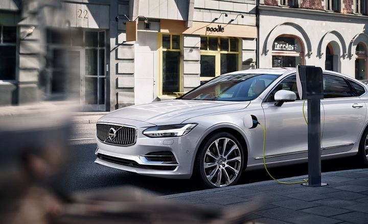 The 2020 Volvo S90 luxury plug-in hybrid EV has earned several top accolades from a new resource guide published by AAA. - Photo: Volvo