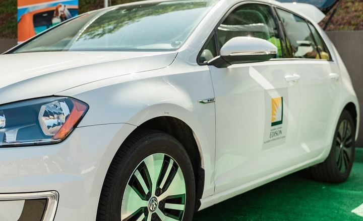 Southern California Edison (SCE) will convert its fleet of passenger cars and small-to-midsize SUVs to be electric powered by 2030. - Photo: Southern California Edison
