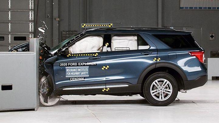 2020 Ford Explorer - Photo: IIHS