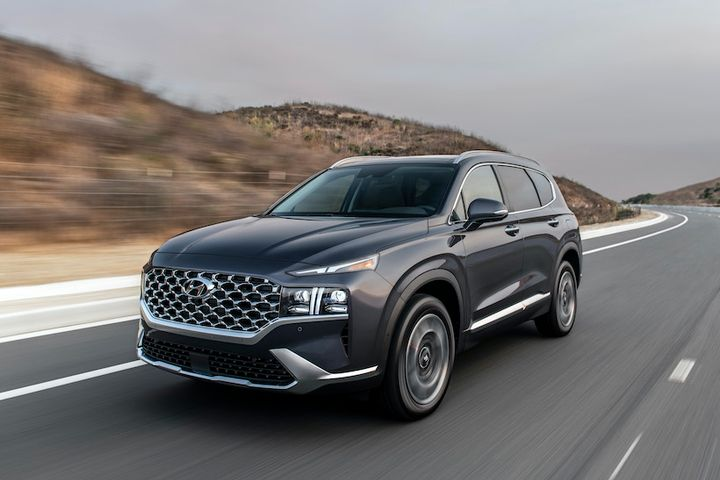 Hyundai announced the 2021 Santa Fe mid-size SUV will feature three available powertrains, including a hybrid variant, as well as a variety of new advanced driver convenience and safety features and a refreshed exterior. - Photo: Hyundai