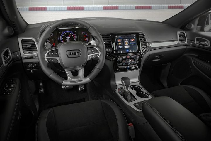 The Jeep Grand Cherokee is available with 4G LTE Wi-Fi Hotspot that allows for up to eight devices to connect to, and includes Apple Carplay and Android Auto Integration as standard. Also available is SiriusXM Guardian, which via a smartphone app, allows drivers to access key vehicle information. - Photo: FCA