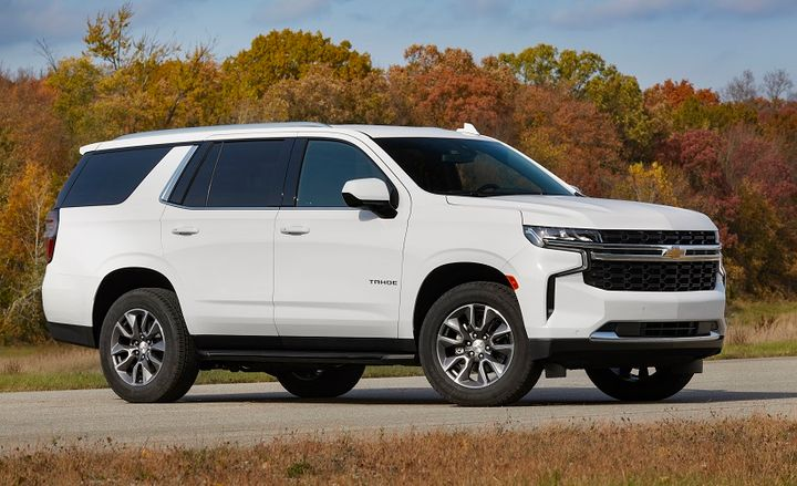 The 2021 Chevrolet Tahoe with the available 3.0L Duramax turbo-diesel engine will offer an EPA-estimated 28 highway, 21 city, and 24 combined mpg in rear-wheel-drive models, and an estimated fuel economy for four-wheel drive models of 26 highway, 20 city, and 22 combined mpg. - Photo: GM