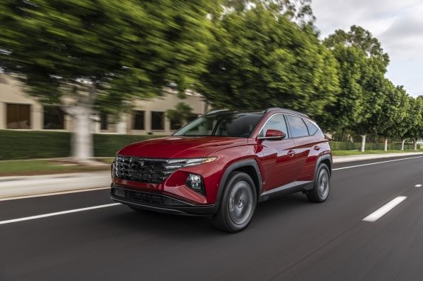 The 2022 Hyundai Tucson is also available with a new hybrid powertrain that offers more than 500 miles of range. - Photo: Nissan