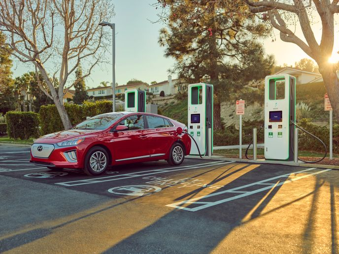 Hyundai said it will provide 250 kilowatt-hours of complimentary charging on Electrify America's charging network for owners of 2021 Kona Electric and 2021 Ioniq Electric models. - Photo: Hyundai