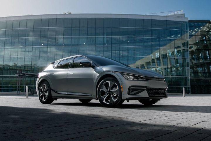 The EV platform enables performance, AWD capability, fast charging times. - Photo: Kia