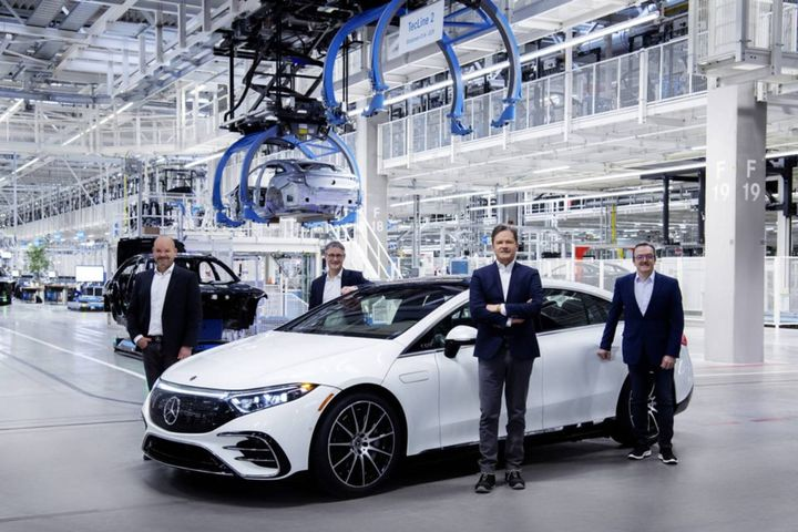 The EQS is integrated into ongoing series production at the site as the first all-electric model. - Photo: Mercedes-Benz