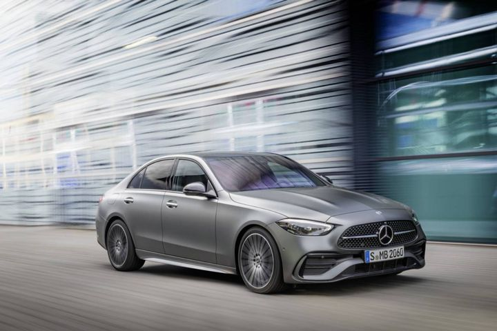 The new-generation Mercedes-Benz C-Class Sedan comes with three trim options, cab-backward exterior design, and many options for customization. - Photo: Mercedes-Benz