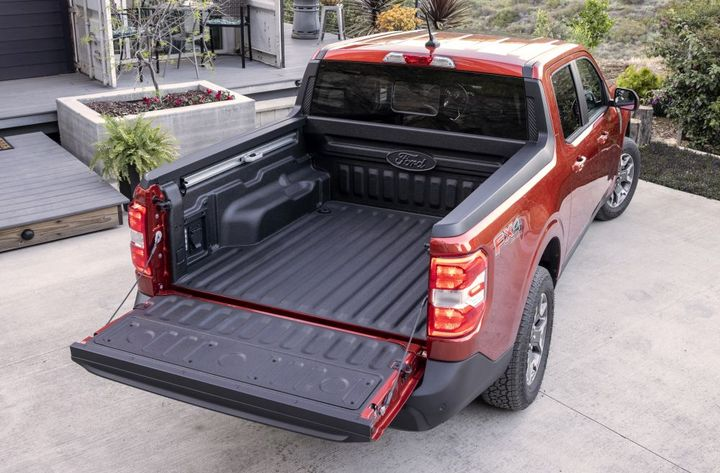 The Maverick FLEXBED system providesa multi-position tailgate, 10 available anchor points, and two 12-vot 20-amp pre-wired sources at the back. - Photo: Ford