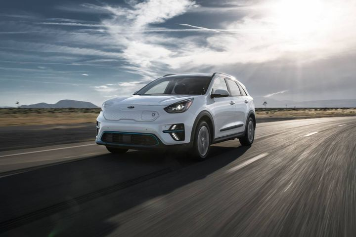 Other features of the 2021 Niro includeforward collision warning, blindspot collision warning, lane keep assist with lane departure warning, smart cruise control with stop and go, navigation-based smart cruise control, highway driving assist, and driver attention warning. - Photo: Kia