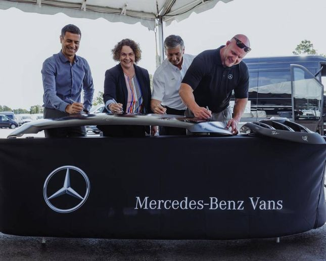 In addition to the new marshalling yard,Mercedes-Benz USA will now utilize a new logistics management IT system, in line with theirpassenger car operations. - Photo:Mercedes-Benz