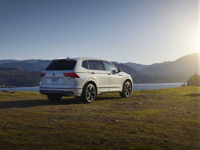 Standard features in the refreshed vehicle include LED lighting, heated front seats, Volkswagen Digital Cockpit, and Car-Netwith Wi-Fi capability. - Photo: VW