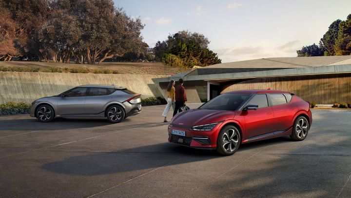 The new vehicle features a reduced carbon footprint, verified by the Carbon Trust, which measured total greenhouse gas emissions. Kia plans to launch 11 newelectrified models across the world by 2026. - Photo: Kia