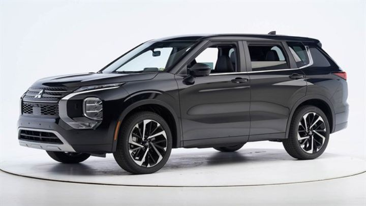 To capture top recognition, the small SUV excelled at six challenging crashworthiness evaluations. - Photo courtesy of IIHS.