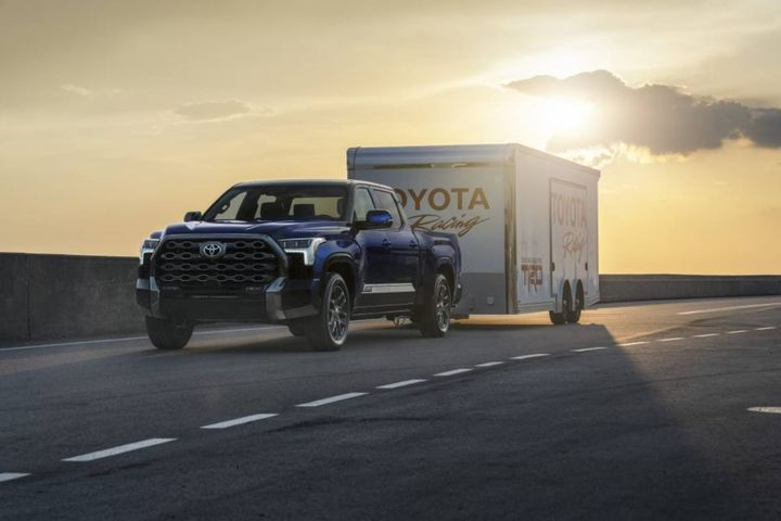The standard Tow/Haul mode increases throttle response and is ideal for lighter to moderate needs. - Photo: Toyota