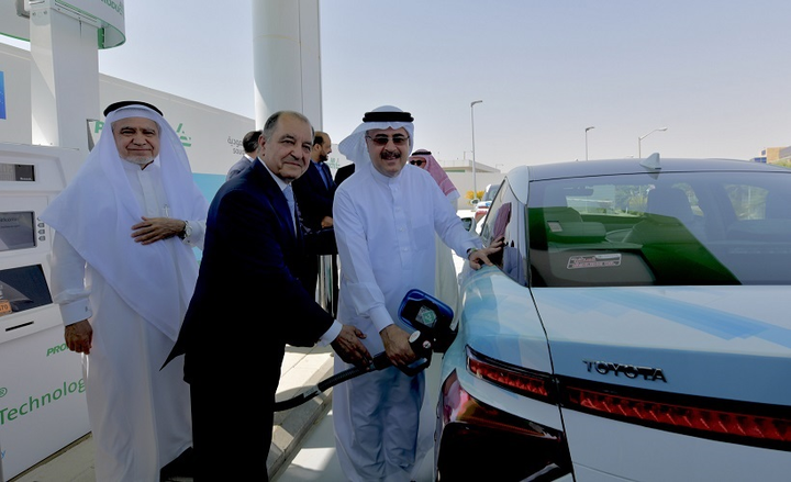 The new fueling station combines the knowledge and technological capabilities of  Saudi Aramco, a global integrated energy and chemicals company, with Air Products, an industrial gases company.